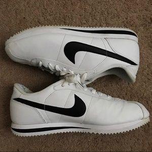 Nike Cortez black and white vintage